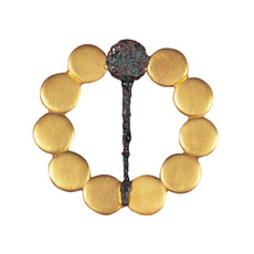 3 仙台藩历代藩主墓地出土物品 (金制胸针,葛莳绘黑漆信匣)