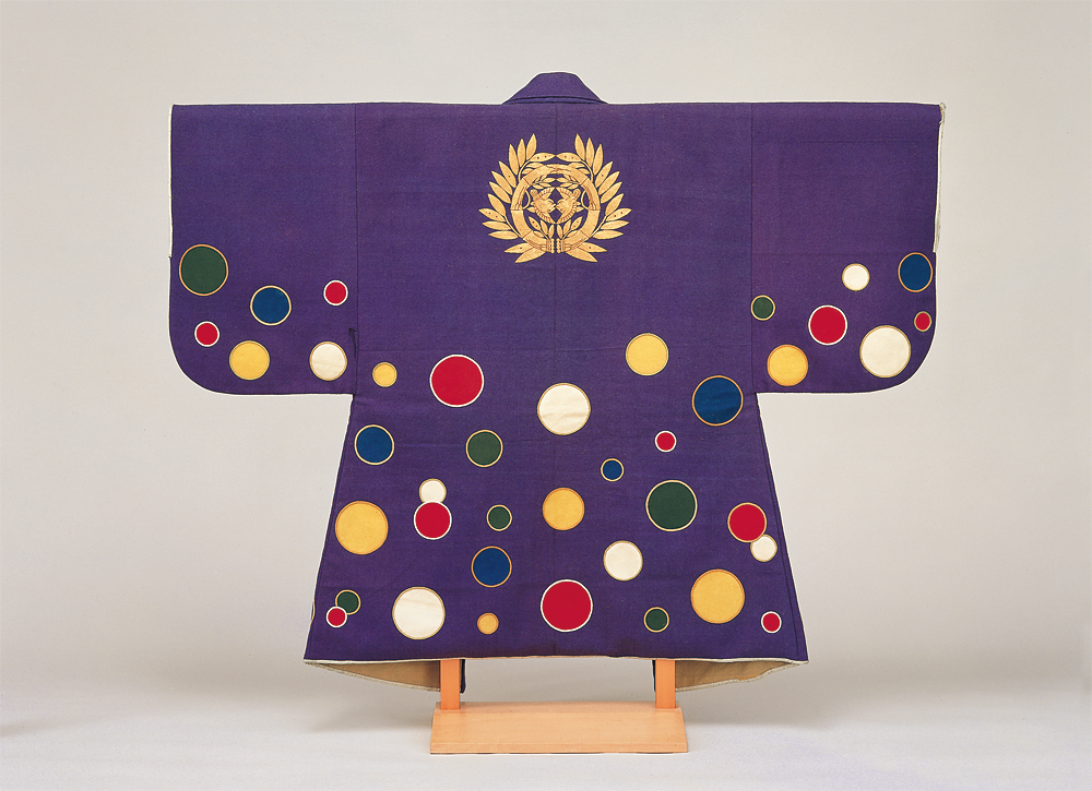 2 Jinbaori surcoats owned by the successive lords of the Sendai domain (Violet wool jinbaori surcoat with roundels in five colors)